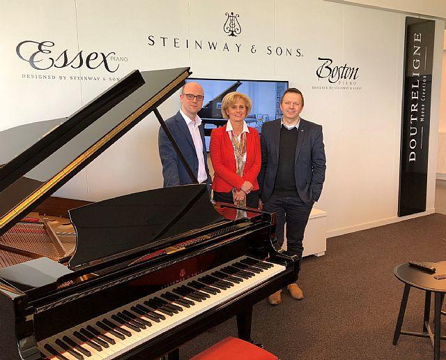 Piano's Vleugels Eindhoven en Piano's Maene ondertekenen samenwerkingsovereenkomst.