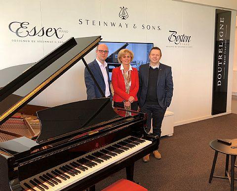 Piano�s Vleugels Eindhoven en Piano's Maene ondertekenen samenwerkingsovereenkomst.